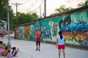 Con đường bích họa đẹp như mơ xứ Huế