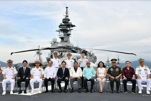 Tàu sân bay Mỹ, Nhật Bản liên thủ tập trận trên Biển Đông 'nắn gân' Trung Quốc