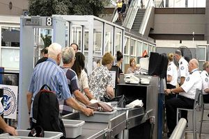 Nếu không muốn bị lây lan bệnh tật ở sân bay, du khách nên chú ý điều gì?