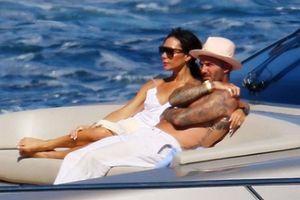 Gia đình David Beckham đi nghỉ trên du thuyền của Elton John