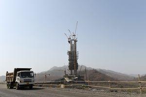 'Vén màn' chính trị xung quanh hai bức tượng lớn nhất thế giới