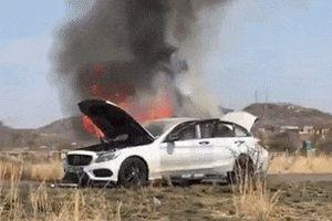 Mercedes-Benz C-Class tự bốc cháy