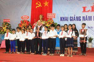 Thủ tướng Nguyễn Xuân Phúc đánh trống khai giảng tại Kon Tum