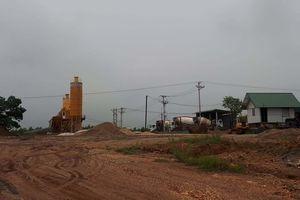 Ngang nhiên xây dựng trạm trộn bê tông trên đất rừng