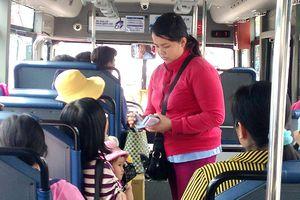 Hoạt động xe buýt còn nhiều bất cập