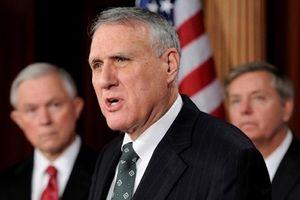 Cựu nghị sĩ Jon Kyl sẽ thay thế ông John McCain ở thượng viện Mỹ