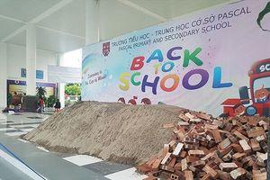 Vì sao trường học giữa Thủ đô bị đổ cát, gạch trước ngày khai giảng?