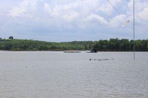 Xuồng bị lật trên sông Sông Bé, hai nữ sinh chết đuối thương tâm