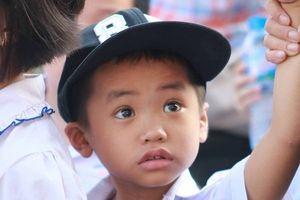 Ngơ ngác ánh mắt trẻ thơ ngày đầu năm học mới