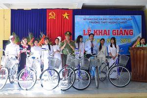Giám đốc công an tỉnh tặng 57 xe đạp cho HS huyện miền núi