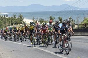 Chặng 4 giải xe đạp quốc tế VTV 2018: Áo vàng đổi chủ sau nỗ lực của các tay đua nội