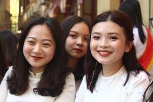 Nữ sinh trường THPT Việt Đức rạng rỡ đón chào năm học mới