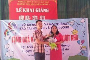 Nghệ An: Báo Tài nguyên & Môi trường tặng quà cho học sinh nghèo vượt khó xã Châu Phong