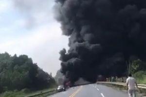 Tin mới vụ xe bồn cháy trên cao tốc sau va chạm ôtô con