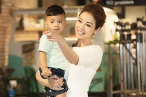 Con trai út nhà Jennifer Phạm gây sốc khi đắt show hơn mẹ