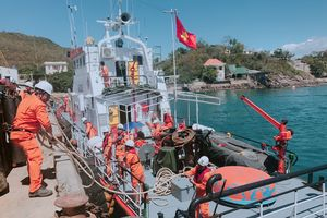 Cứu nạn thuyền viên Trung Quốc trên vùng biển Khánh Hòa