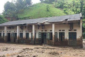 Trường lớp tan hoang, ngập bùn ở vùng lũ Tà Hộc trước ngày khai giảng