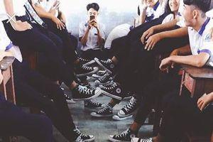 Lớp khoe đồng phục giày, dân mạng tranh cãi hàng thật hay giả