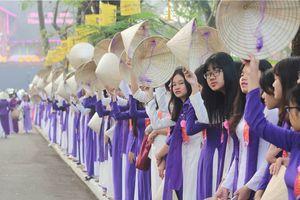 Chủ tịch tỉnh gửi thư khuyến khích nữ sinh Huế mặc áo dài đến trường