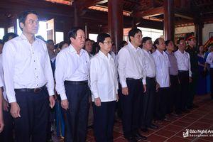 Lãnh đạo tỉnh dâng hương tưởng niệm cố Tổng Bí thư Lê Hồng Phong