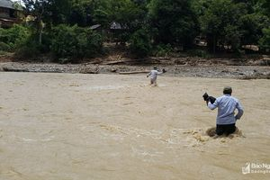 Gian nan đường vào bản biên giới bị lũ tàn phá ở Nghệ An