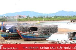 Tàu giã cào 'tận diệt' hải sản: Tàu nhỏ nằm bờ, ngư dân tìm đường xuất khẩu lao động