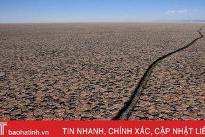 Hồ lớn thứ hai ở Bolivia cạn trơ đáy, ngư dân bản địa chật vật mưu sinh