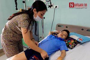 Bé trai 8 tuổi mắc bệnh ung thư máu: 'Mẹ ơi, sao con nghỉ hè lâu thế?'