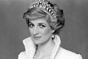 Công nương Diana phá vỡ 6 quy tắc gia đình hoàng gia