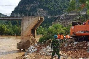 Nghệ An: Khẩn trương khắc phục sự cố sập mố cầu Chôm Lôm