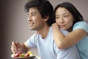 Bí quyết của những người đàn bà không đẹp nhưng vẫn khiến chồng say mê cả đời