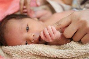 7 dấu hiệu nhận biết trẻ chậm phát triển từ khi mới lọt lòng