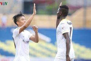 Phan Văn Đức ẵm giải cầu thủ xuất sắc nhất tháng 7 và 8 V-League 2018