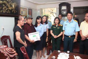 MIC trao 60 triệu đồng cho gia đình chiến sĩ bị tai nạn máy bay Su-22U