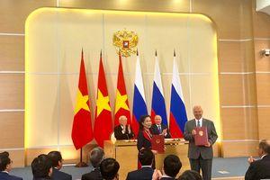 Việt Nam và Nga ký Chương trình hợp tác văn hóa