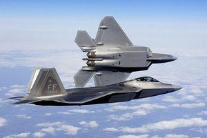 Tiêm kích Mỹ chặn đầu, áp tải oanh tạc cơ chiến lược Nga