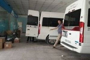 Xe Limousine lách luật chở khách 'tuyến cố định'