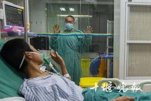 Nhặt cốc múc nước sông uống, thiếu niên TQ bị xơ hóa phổi chết thảm
