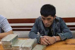 Bắt đối tượng người Lào vận chuyển 10 bánh heroin và 1kg ma túy đá