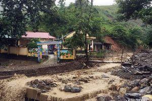 Hàng chục giáo viên vùng cao mất nhà sau lũ
