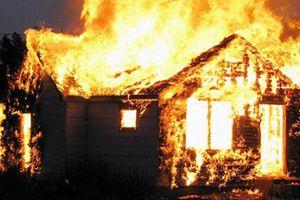 Bé gái bị bỏng trong vụ đốt rác cháy nhà đã tử vong