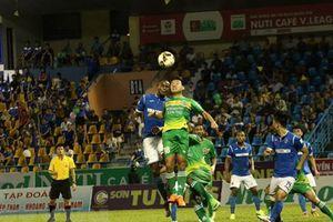 V-League: Hà Nội cách ngôi vương 3 điểm, nóng cuộc đua trụ hạng