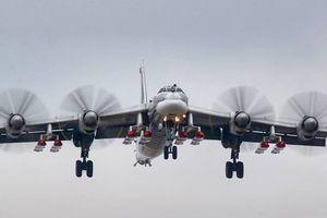 Máy bay tiêm kích Mỹ hộ tống máy bay ném bom chiến lược của Nga