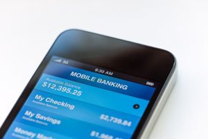 Sử dụng internet banking trên smartphone hay máy tính an toàn hơn?