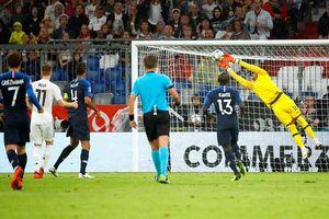 Hòa may mắn, fan ĐT Pháp đổ lỗi do Đức dùng nhện giăng lưới hàng tiền vệ