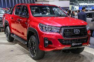 Toyota Hilux Revo Rocco lắp động cơ mới, cạnh tranh Ford Ranger
