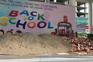 Vụ đổ gạch đá vào trường học ở Hà Nội: Học sinh bị biến thành 'con tin'