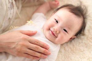 Bí quyết đơn giản nhất giúp bé sơ sinh mau biết cười