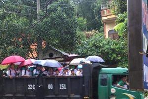 Yên Bái: Điều động xe tải đưa đón học sinh miễn phí đi học qua vùng lũ ở Hưng Khánh