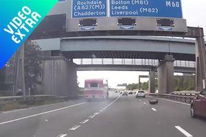 Khoảnh khắc nguy hiểm khi xe tải bị rơi lốp gây tai nạn